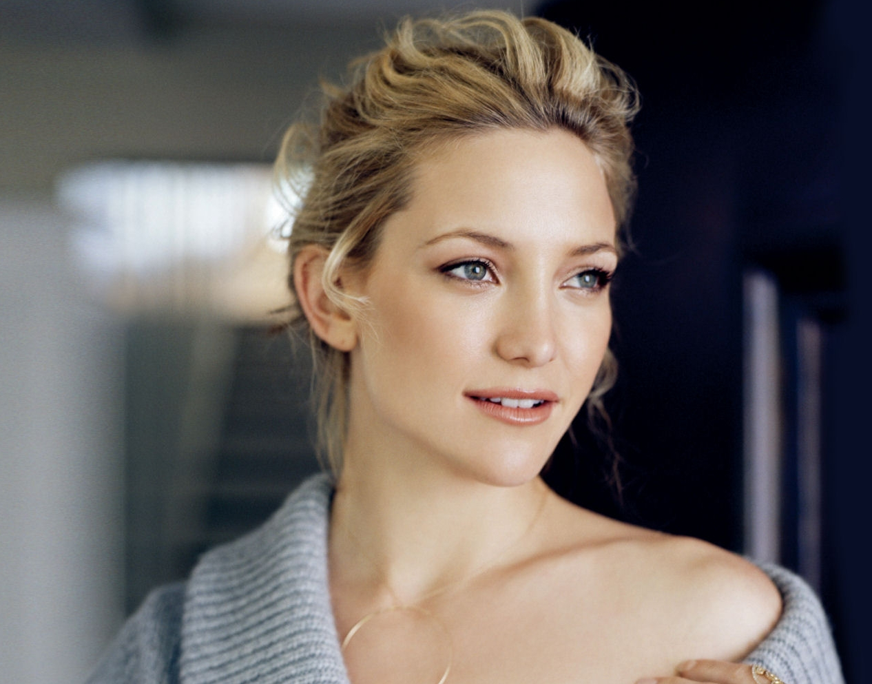 Gorgeous Woman Kate Hudson Casual