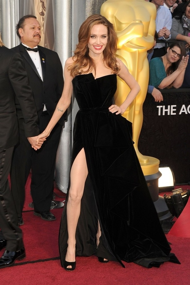 Oscar 2012 Angelina Jolie Dress in black velvet Atelier Versace gown